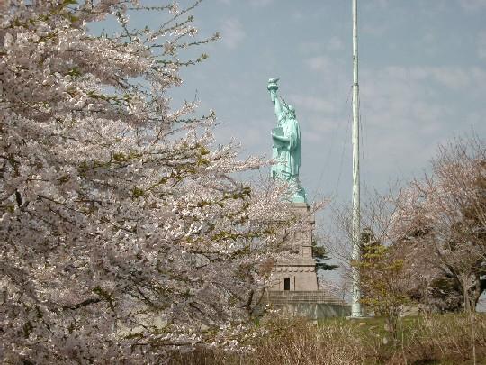 おいらせ町商工会|日本一の自由の女神と桜祭り